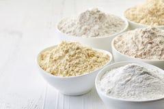 Schüsseln Gluten geben Mehl frei Stockfotografie