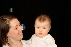 Schätzchen mit Mutter Stockfoto