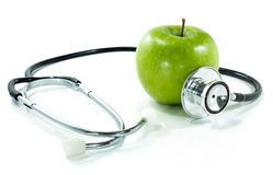 Schützen Sie Ihre Gesundheit mit gesunder Nahrung. Stethoskop, Apfel Stockbilder