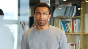 Schuddend Hoofd, Nr door de Jonge Afro-Amerikaanse Mens, Portret stock footage
