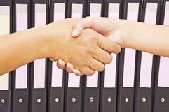 Schuddende handen Stock Foto's