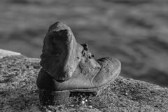 Schuh auf der Donau-Bank Lizenzfreie Stockfotografie