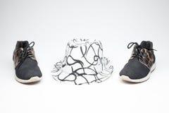 Schuh der alten Damen auf hohen Absätzen und und einem Hut stockbilder