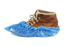Schuhabdeckungen auf Schuhen stockfotos