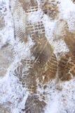 Schuhdrucke auf der eisigen Spur Lizenzfreies Stockbild