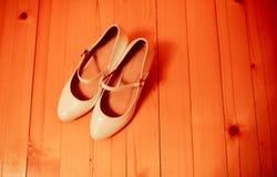 Schuhe auf dem Boden lizenzfreie stockfotos
