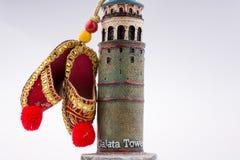 Schuhe auf dem Galata-Turm lizenzfreie stockfotos