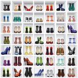Schuhe auf Regalen Lizenzfreies Stockfoto