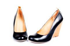 Schuhe der eleganten Frau auf weißem Hintergrund Stockfotos
