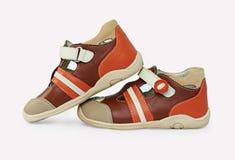 Schuhe der Farbenkinder Lizenzfreie Stockfotos