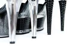 Schuhe der Frauen auf den hohen Absätzen getrennt Stockbilder