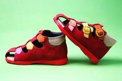 Schuhe der roten Kinder Lizenzfreie Stockfotografie