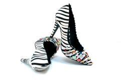 Schuhe der sexy Frauen des Zebradruckes die hochhackigen Lizenzfreie Stockbilder