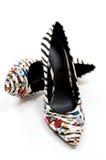 Schuhe der sexy Frauen des Zebradruckes die hochhackigen Stockbild
