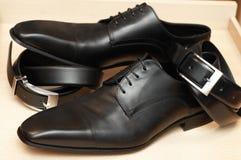 Schuhe des Mannes. stockbild