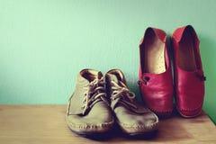 Schuhe für Männer und Frauen Lizenzfreie Stockfotos