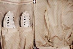 Schuhe passen im Beutel zusammen Stockfoto