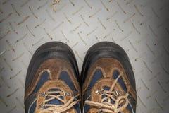 Schuhe, schmutzige Schuhe und Spitzee Stockbilder