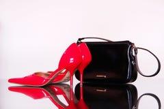 Schuhe und ein Beutel Stockbilder