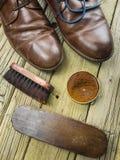 Schuhe und Schuhcreme Lizenzfreie Stockfotos