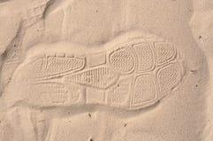 Schuhfußdruck auf Sand Lizenzfreie Stockfotos