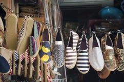 Schuhmode-Shopshow für thailändische Leute und Ausländer des Verkaufs trave Lizenzfreies Stockfoto