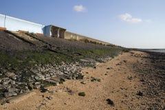 Schuilplaats en Zeedijk op Canvey Island, Essex, Engeland Royalty-vrije Stock Foto