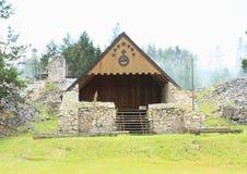 Schuilplaats op oud klooster in Slowaaks Paradijs royalty-vrije stock foto's