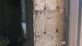 Schuim concrete blokken in het gebouwde huis De bouw van het huis stock footage