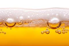 Schuim en bellen van bier. Royalty-vrije Stock Afbeeldingen