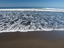 Schuim en golven van overzees stock fotografie