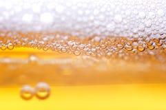 Schuim op bier. Royalty-vrije Stock Afbeeldingen