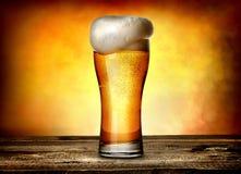 Schuim op bier royalty-vrije stock afbeelding