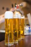 Schuimend bier Stock Foto's