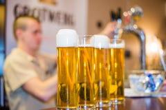 Schuimend bier stock fotografie