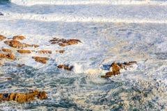 Schuimende golven Royalty-vrije Stock Foto's