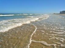Schuimende Golven in New Smyrna Beach, Florida stock foto's