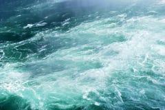 Schuimende watergolf Royalty-vrije Stock Afbeeldingen