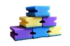 Schuimrubberspons voor wasschotels met de hand royalty-vrije stock afbeeldingen