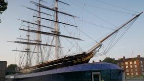 Schuine stand omhoog Cutty Sark met Greenwich stock footage