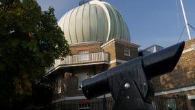 Schuine stand van telescoop aan Koninklijk Waarnemingscentrum stock videobeelden