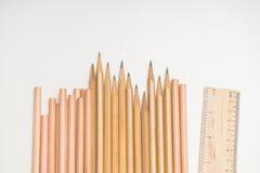Schul- oder Designerzubehör stellte - Machthaber und Bleistifte auf Weiß ein Lizenzfreie Stockfotografie