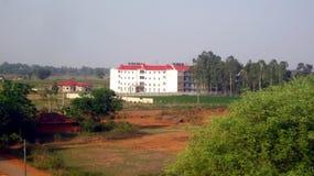 Schulansicht von der Himmel-Schuss-Flächenansicht APS Khamargaon-Indien Lizenzfreie Stockfotografie