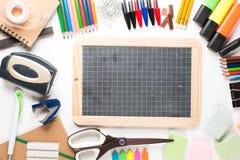 Schulausrüstung mit Schiefer Stockbild