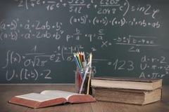 Schulbücher und Stifte Lizenzfreie Stockfotografie