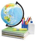 Schulbedarf - Bücher, Kugel, Bleistifte und Äpfel Stockfoto