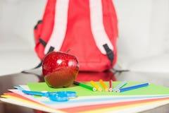 Schulbedarf bereit erhalten zur Klasse Stockfoto