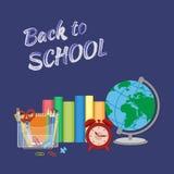 Schulbedarf mit Aufschrift in der Kreide zurück zu Schule Flaches Art-Bildungs-Konzept Stockfotos