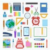 Schulbedarf und Einzelteile stellten auf ein Blatt in einer Linie ein Zurück zu Schulausrüstung Stockbild