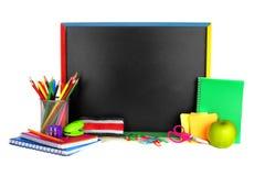 Schulbedarf und Tafel Stockfoto